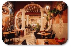rotulo-oval-restaurante-carmesi-1000x666
